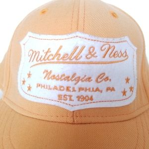 🌼Mitchell & Ness Logo Fitted Cap